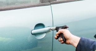 Кто может помочь вскрыть замок машины?
